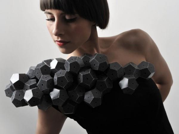 Все платья ручной работы и изготовлены на основе геометрических фигур : тетраэдров, октаэдров, додекаэдров...