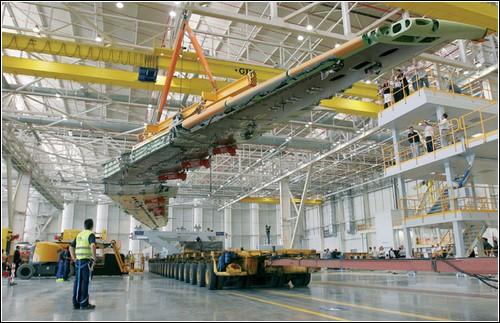 Крыло Аэробуса А400М на заводе в Севилье.
