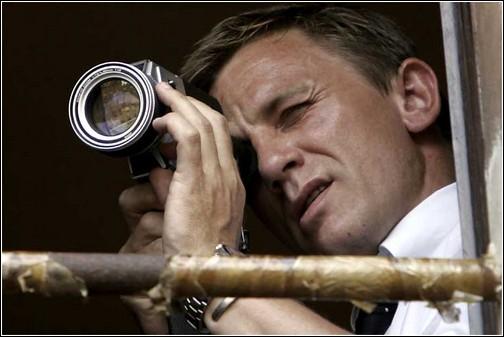 Кадр из кинофильма Quantum of Solace (Квант милосердия). Его камеру незаметной не назовешь.