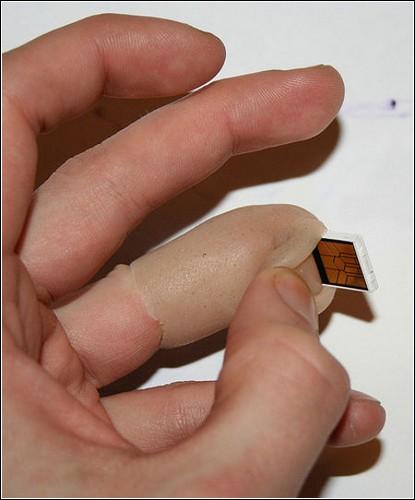Флэшка в пальце.