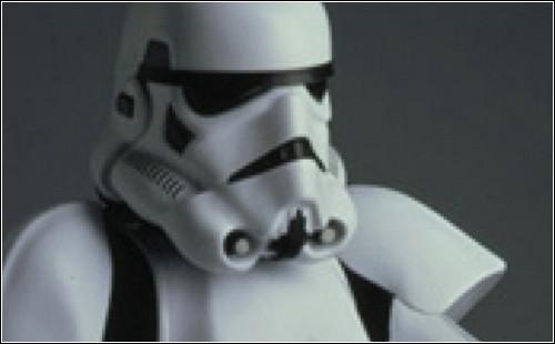 Шлем придает пожарному некое сходство с имперским пехотинцем.