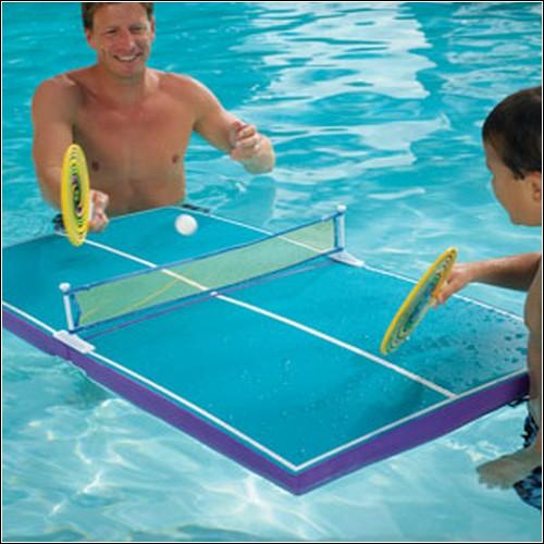 Плавучий столик для пинг-понга.