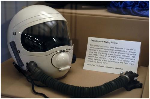 Экспериментальный высотный шлем ВВС США.