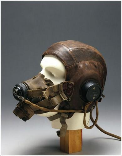 Английский шлем эпохи Второй мировой войны.
