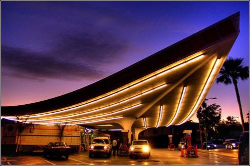 Аэропортовая заправка в Беверли Хиллс.