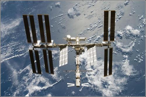 Космический вид МКС летом 2008 года.