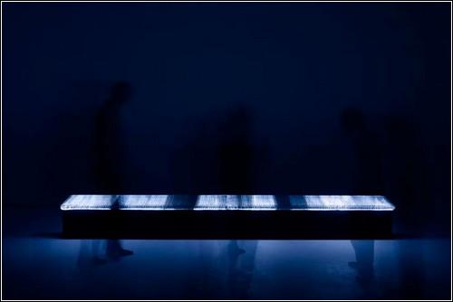 Светящаяся скамейка от Гвенаэля Николя.