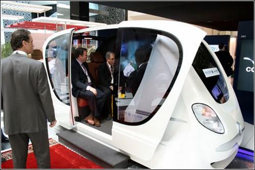 В электротакси могут с комфортом разместиться четыре человека.