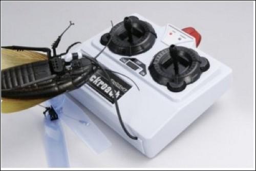 Пульт управления одновременно является зарядным устройством.