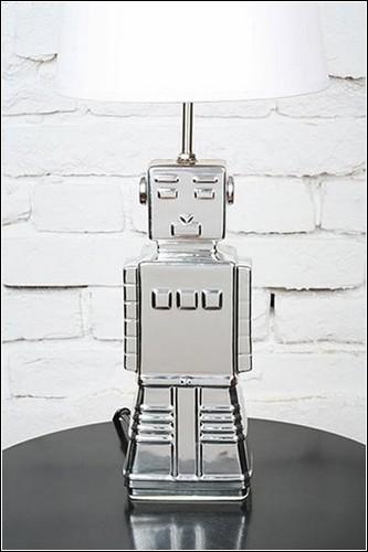 Серебряный робот-лампа.