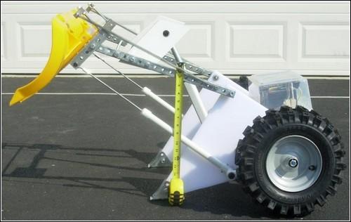 I-Shovel: вид сбоку с поднятым ковшом.