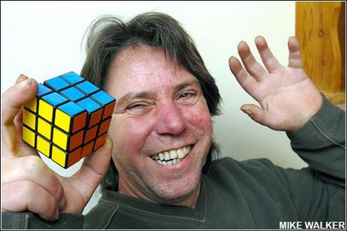 Грэм Паркер собрал-таки кубик Рубика.