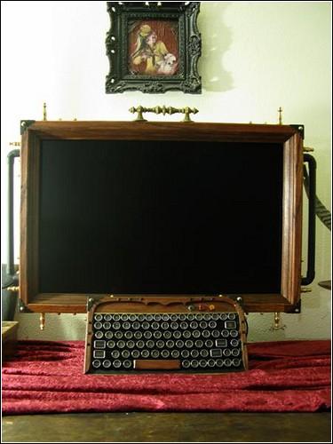 Стимпанковый монитор с мини-клавиатурой.