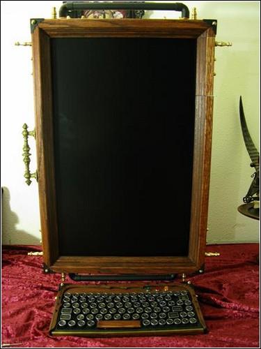 Монитор можно сориентировать как горизонтально, так и вертикально.