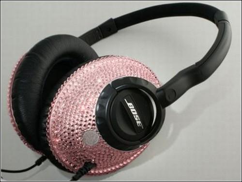 Наушники Bose, украшенные розовыми кристаллами Swarovski.