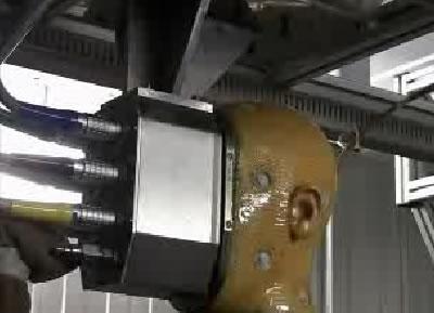 По кабелям в корпус робота подается влага.
