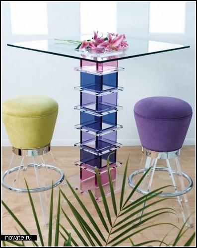 Стеклянные дизайнерские столики для украшения интерьера и не только