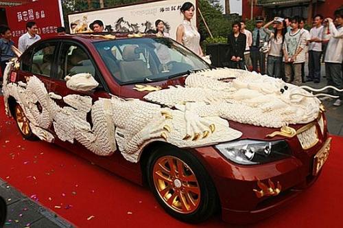 Автомобиль, вырезанный из слоновой кости