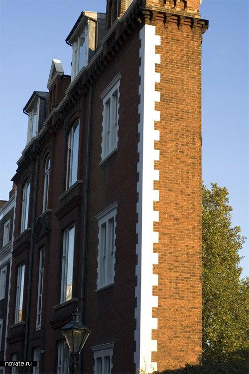 А этот дом считается самым худым. Стройным лондонцам как раз впору