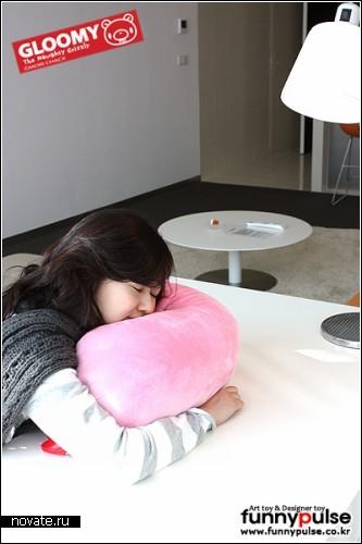 Gloomy Bear Arm Pillow. Медвежья конечность в качестве мягкой подушки-игрушки