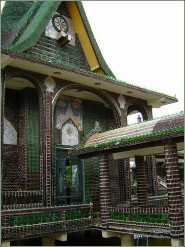 Бутылочный храм тайских монахов