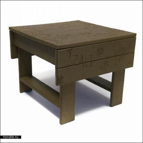 Мебель, изрезанная ножом