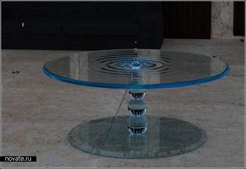 Стеклянный стол во власти водной стихии