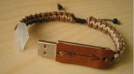http://static.novate.ru/files/la-s0leil/klava/geekjewelry02.jpg