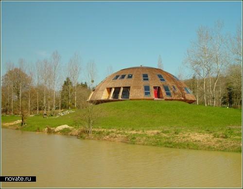 Дом - космический корабль. Деревянный и нелетающий
