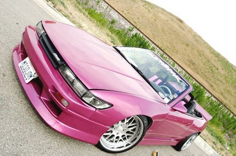 Розовые платья, розовый ноутбук, розовый блокнот, розовый