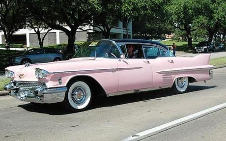 Стильное авто розового цвета