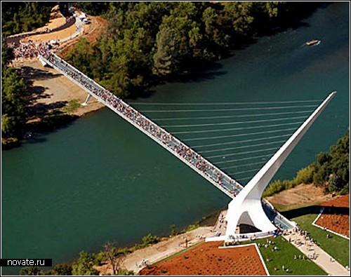 Висячий мост Сандиал - архитектурная гордость Калифорнии. Его вес составляет 580 тонн