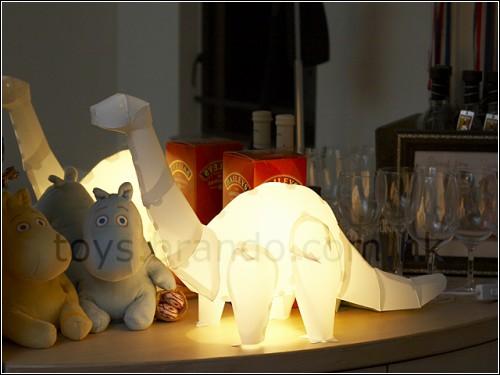 Динозавры-лампочки *Do-it-yourself Dinosaur Lights!* от компании Brando Workshop