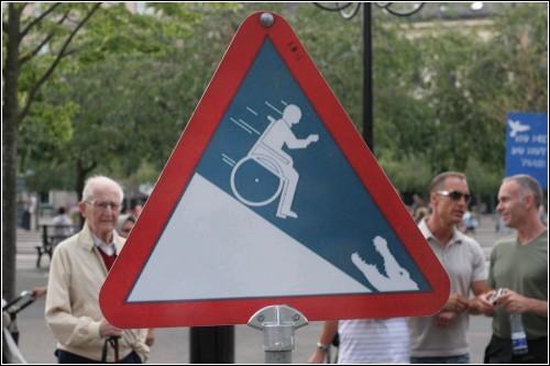 Гонки на инвалидных креслах?