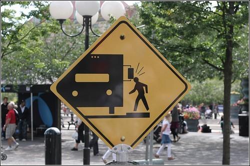 Не стучите головой о машины