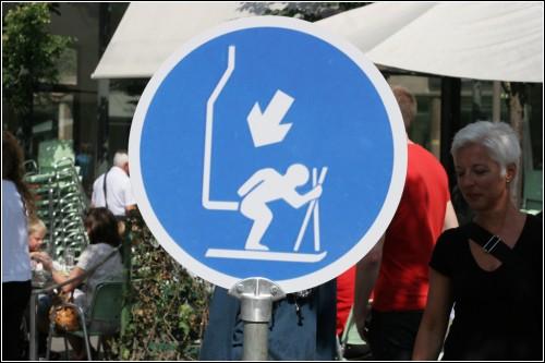 Лыжник! Будь бдителен, - не открывайся с тылу!