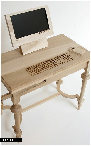 Деревянный компьютер и фарфоровая флешка от Marlies Romberg