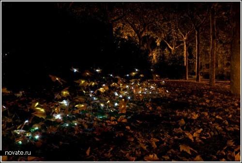 Светящаяся гирлянда из листьев – инсталляция от Luzinterrupus