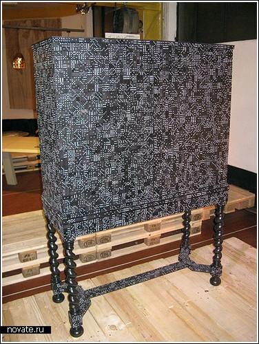 Шкафчик, украшенный домино