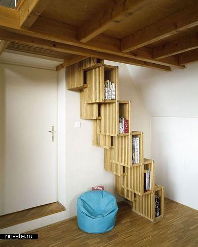 Книжки в лестнице, дизайнер Maya Kvetny