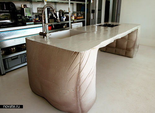 Бетонный стол для кухни