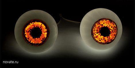 Персональные лампы в виде глазных яблок человека