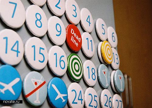 Календарь из магнитиков-значков