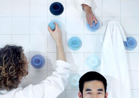 вешалки-присоски от Jan Hoekstra & Leon Ramakers