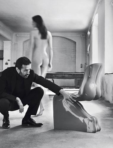 Стул в форме женского силуэта от Fabio November
