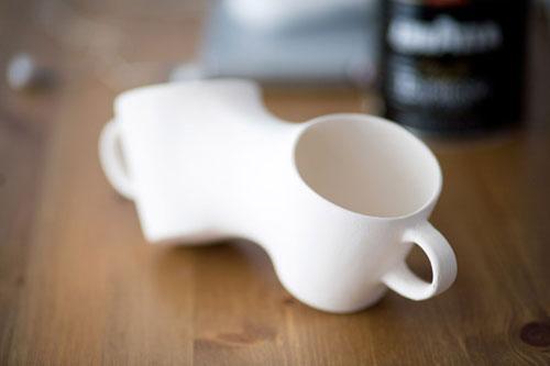 Падающая чашка от Joonsoo Kim