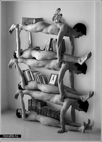 Мебель из обнаженных мужчин