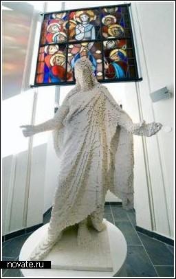 Иисус Христос из кубиков Лего в одной из церквей Копенгагена