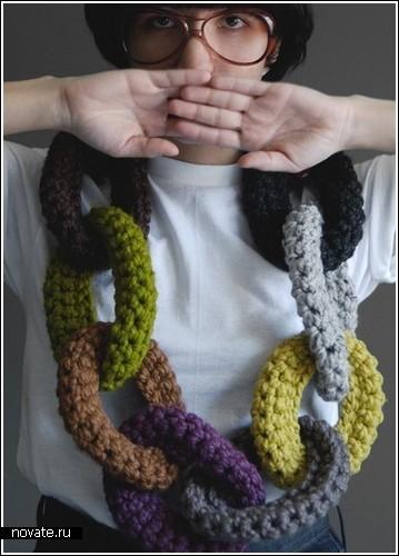 Вязаные баранки на шее от Yokoo