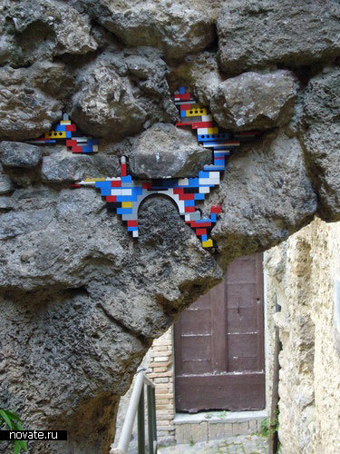 Стены города из кубиков Лего (Италия)
